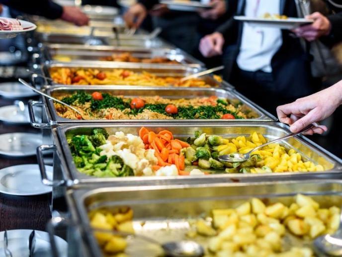 Ini Rekomendasi Makanan yang Tepat Dibawa Saat Travelling ke Luar Negeri