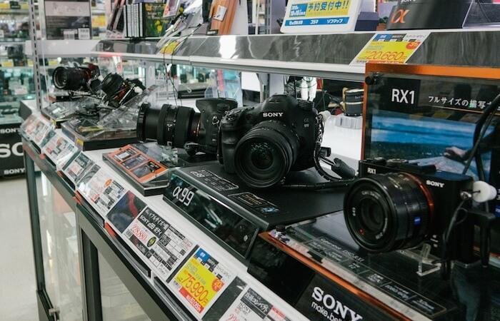 Tips Memilih Kamera DSLR atau Mirrorless yang Benar